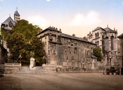 Castle_and_monument_Maistre,_Chambéry